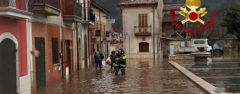 Maltempo, Vigili del Fuoco in  campo per assistere la popolazione a Celzi di Forino
