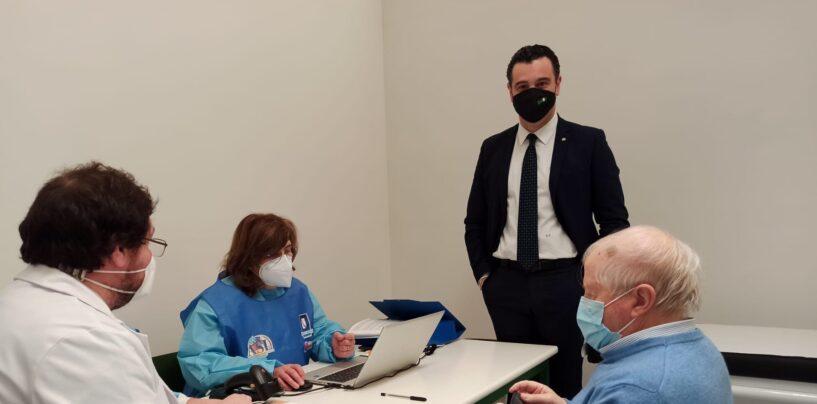 """Il sindaco di Avellino su facebook: """"Allestiremo un secondo centro vaccinale a San Tommaso, forse anche un terzo"""". """"Anche a noi quel progetto di pista ciclabile non convince, c'indigna"""""""
