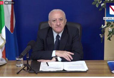 """De Luca avverte in diretta Fb: """"Senza green pass dopo Ferragosto richiude tutto"""""""