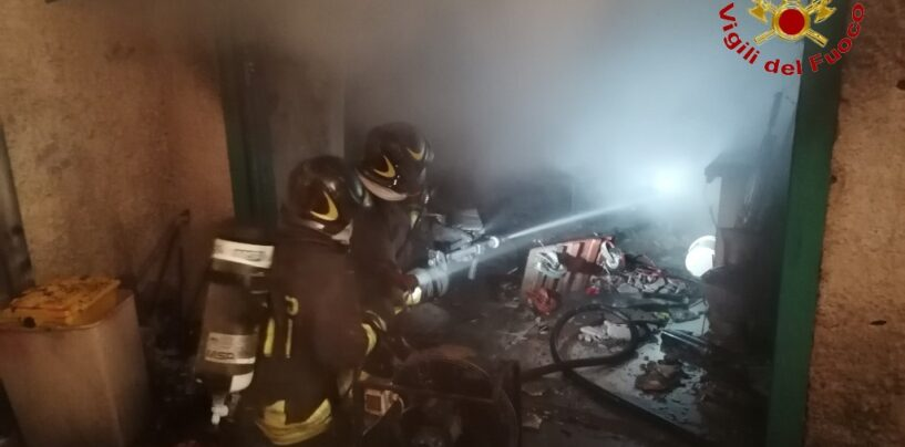 Garage in fiamme a Mercogliano: evacuato l'intero edificio