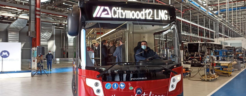 FOTO / Bus a metano liquido, l'ambiente ringrazia: il primo in Europa è made in Irpinia