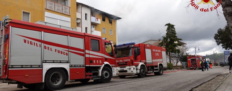 Abitazione a fuoco a Lacedonia: evacuate altre due famiglie, fiamme domate
