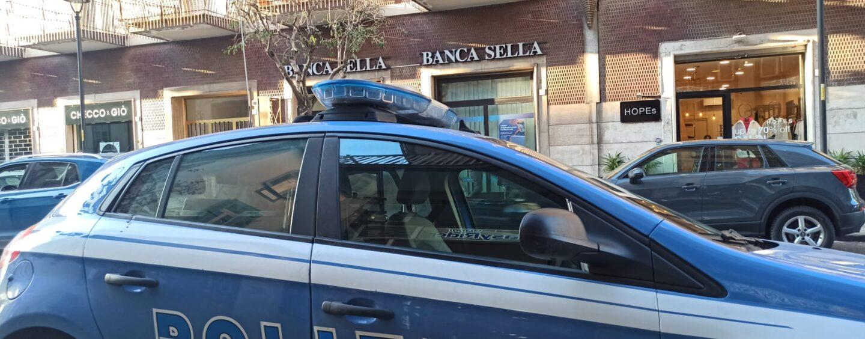 FOTO/ Armati di coltello rapinano la banca Sella: terrore a Corso Europa