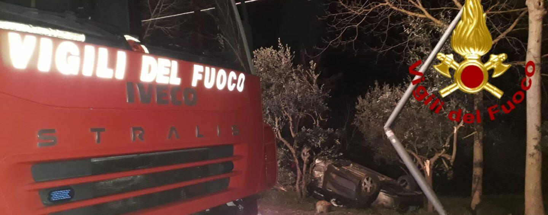 FOTO / Pietradefusi, auto sbanda e finisce fuori strada: in 4 in ospedale