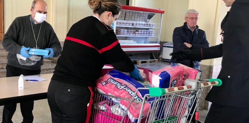 A Benevento Caritas e Carabinieri distribuiscono panieri alimentari ai bisognosi