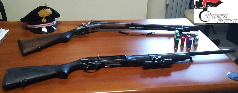 A bordo con due fucili: un arresto e una denuncia