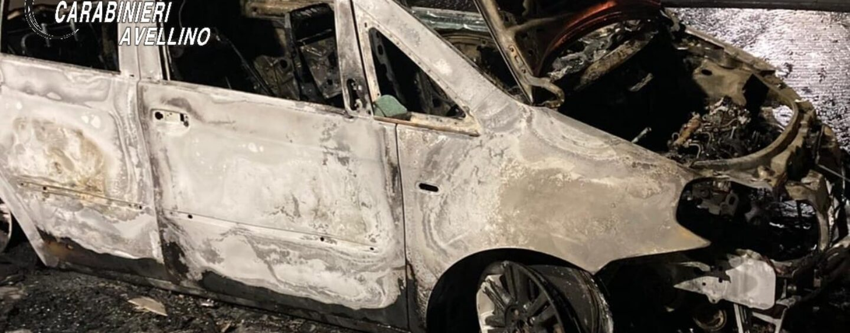 Auto in fiamme a Taurano, indagano i carabinieri