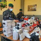 VIDEO / Napoli, 139mila articoli contraffatti sequestrati: due persone denunciate