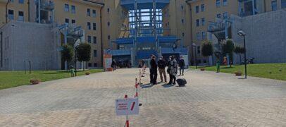 Altro sorriso al Moscati: un paziente lascia il Covid Hospital