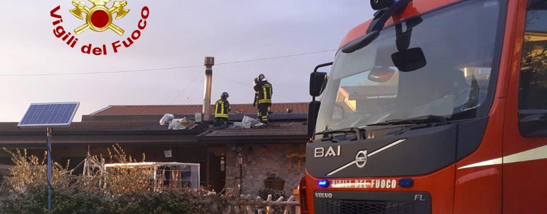 Canna fumaria in fiamme, paura per una famiglia di Atripalda