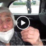 """Maria di Paternopoli, vaccinata a 100 anni al drive in: """"Sono forte e tosta, ho sempre lavorato e pregato""""/VIDEO"""