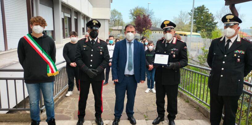 FOTO / Torella, sventano furto di computer a scuola: gli alunni ringraziano i carabinieri