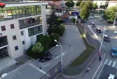 Dopo cena tenta di rapinare i suoi Anfitrioni per 20 euro: arrestato dai Carabinieri