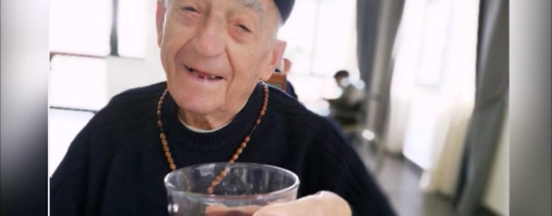 """""""Dopo il vaccino ci vuole un bicchiere di vino"""" Parola di Don Antonio, parroco centenario di Bisaccia/VIDEO"""