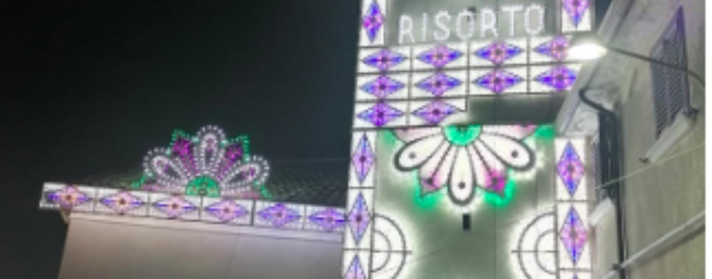 Montaperto, ricoperta di luminarie la facciata della Chiesa