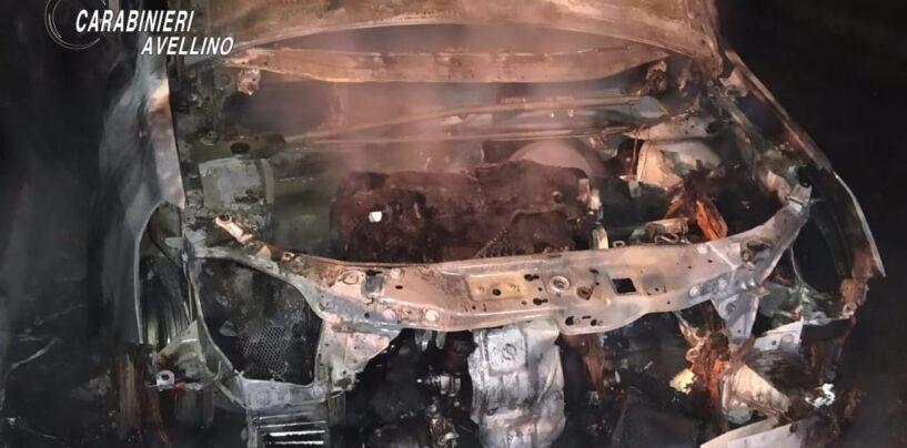 Aiello del Sabato, auto in fiamme nella notte: i carabinieri indagano