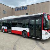 Bus meno inquinanti, la Regione consegna all'Air i primi mezzi ibridi
