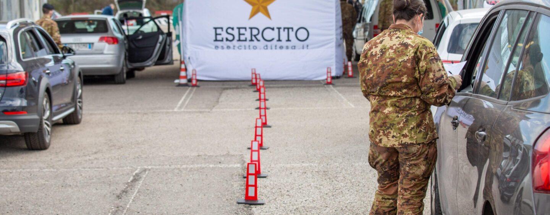 """Esercito in campo: 125 """"drive through"""" anticovid in tutto il Paese. Ad Avellino è tutto pronto, arrivato anche il frigorifero"""