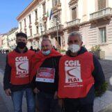 FOTO E VIDEO / Crisi anche per il settore agricolo, lavoratori in piazza: in Irpinia rischiano il posto in 8mila