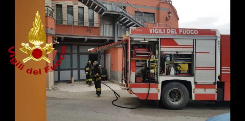 Ariano, incendio in una struttura alberghiera in disuso da anni
