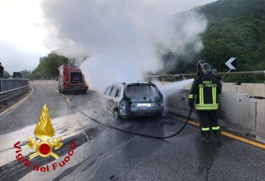 VIDEO/ Monteforte Irpino, incendio in autostrada: illesi quattro operai