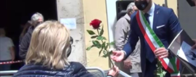 Avellino festeggia Santa Rita, il Sindaco regala rose alle fedeli e il Vescovo lancia parole di speranza/VIDEO