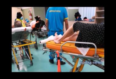 Moscati, pronto soccorso nel caos: anziani lasciati sulle barelle per giorni con geriatria chiusa/VIDEO