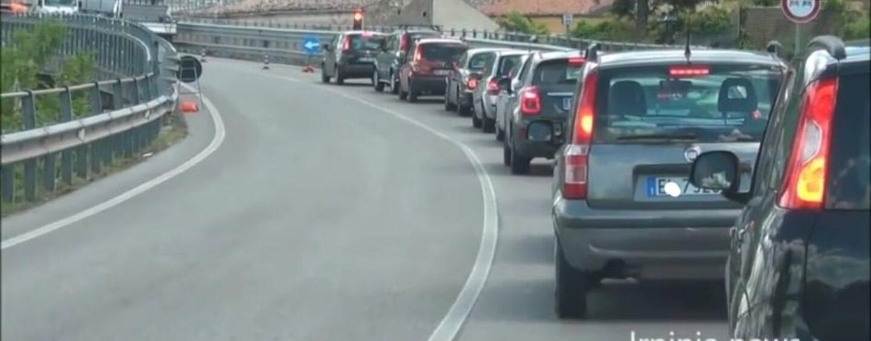 Caos Ofantina: traffico paralizzato per i lavori su due ponti, la rabbia degli automobilisti/VIDEO