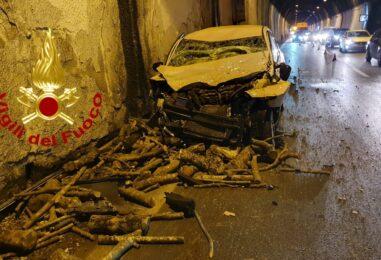 Solofra, incidente sotto la galleria: due feriti