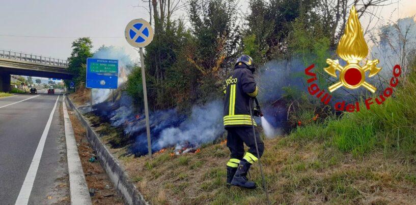 Manocalzati: incendio di sterpaglie lungo la Strada Statale 7