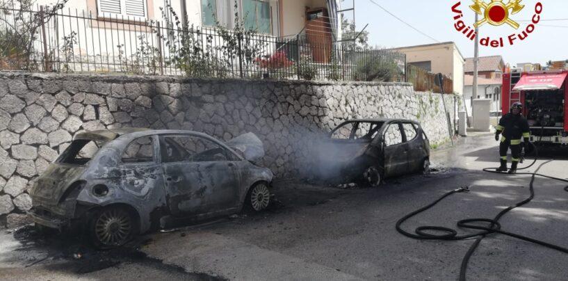 Ariano, in fiamme due autovetture in sosta