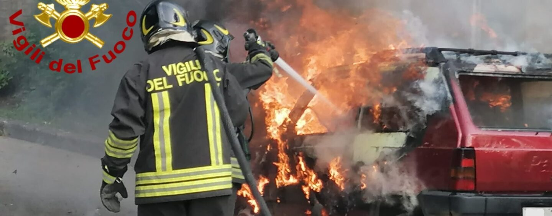 Auto in fiamme sulla Provinciale 104, paura per un 67enne a Montoro