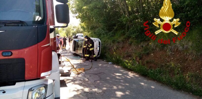 S. Angelo dei Lombardi, auto fuoristrada: ferite due ragazze