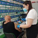 """FOTO E VIDEO / Centro vaccinale, spazi più angusti al Palasport. Ma di necessità virtù. Il sindaco: """"Campo Coni hub d'eccellenza in Campania"""""""