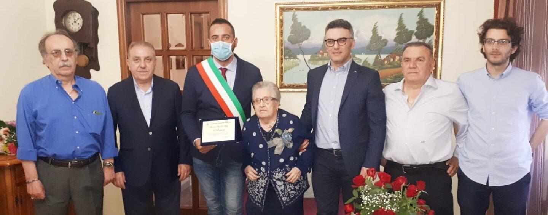 """Santa Paolina, i 100 anni di nonna Olga. Il sindaco: """"Prima volta nella nostra comunità"""""""