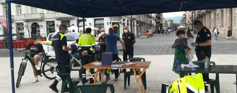 FOTO / Bomba day, meno 7: in piazza la Protezione Civile per le info utili ai cittadini