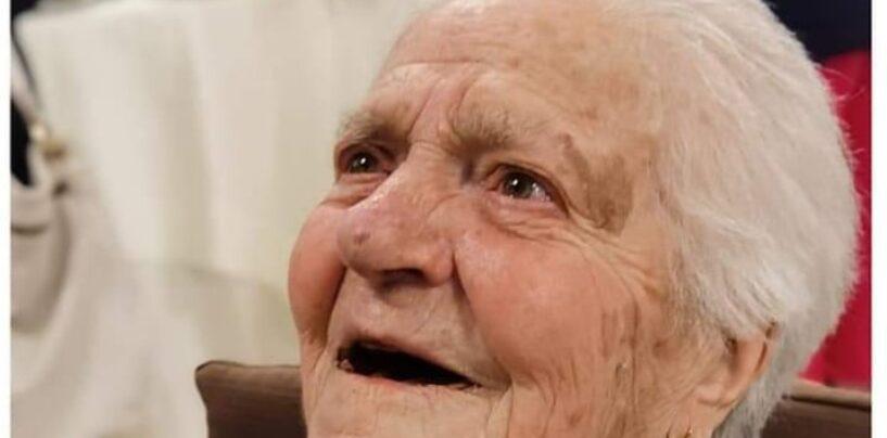 Nonna Teresa di Bisaccia festeggia i suoi primi 100 anni/Video