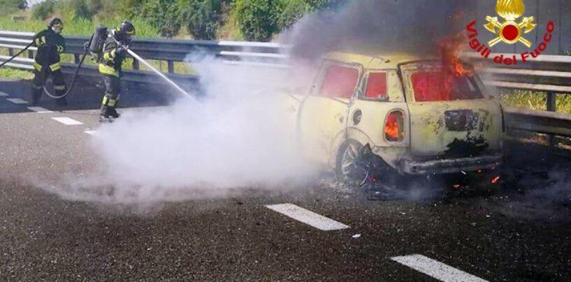 A16 Napoli – Canosa, auto in fiamme: illeso il conducente