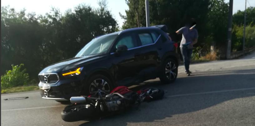 Scontro auto-moto sulla Statale 90 delle Puglie: in arrivo ambulanza e Carabinieri