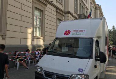 VIDEO/ Il vaccino tra la movida funziona: il camper della salute torna a via De Conciliis