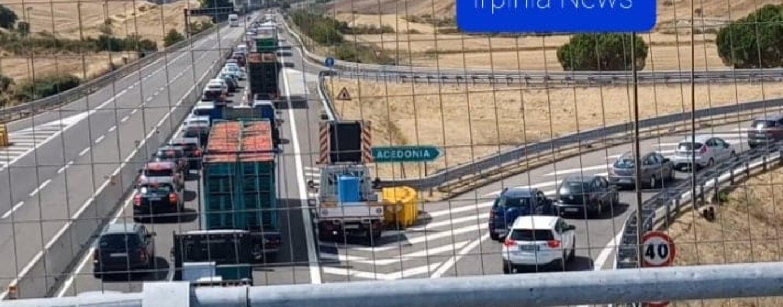 A16, 20 km di coda tra Lacedonia e Grottaminarda: il tratto autostradale irpino è un disastro/VIDEO