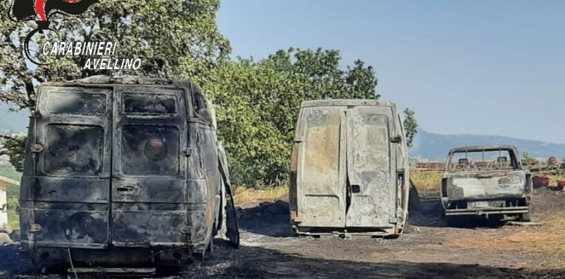 Bagnoli Irpino, in fiamme un terreno: due furgoni e un pick-up bruciati
