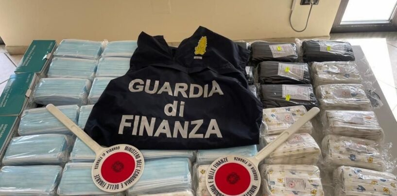 Guardia di Finanza, Napoli: sequestrati 1,2 milioni di articoli contraffatti