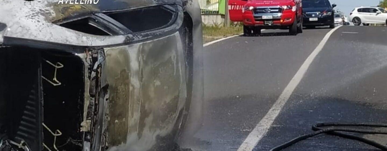 Grottaminarda, perde il controllo dell'auto che si ribalta e prende fuoco
