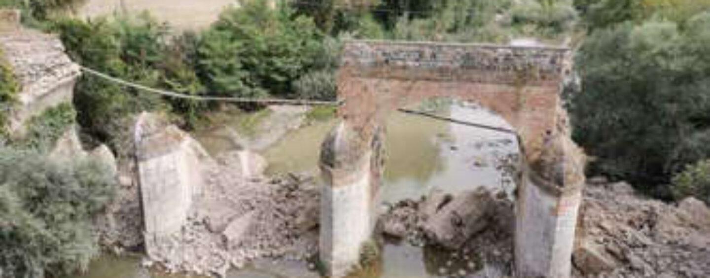Apice: crolla l'antico ponte di epoca borbonica