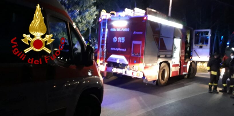 Fontanarosa, auto sbanda e finisce fuori strada: ragazzi in ospedale
