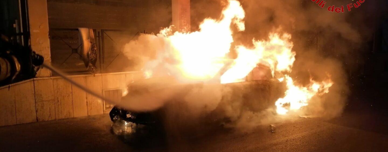 Solofra, auto incendiata: indagini in corso