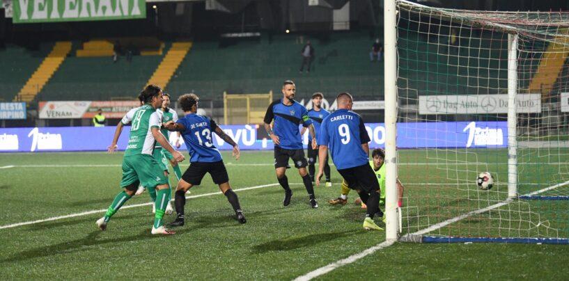 Il campionato dei lupi – Biancoverdi abbonati al segno X: finisce in parità anche contro il Latina, tra fischi e nervi a fior di pelle