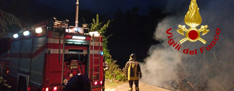 Serino, le fiamme distruggono un ponte in legno: nessun ferito