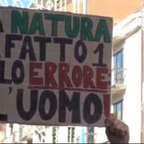 """VIDEO/ Emergenza climatica e smog: Avellino si ferma per il primo """"Friday for future"""" del post Covid"""